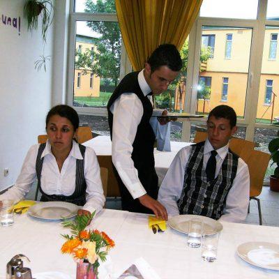 Cursuri calificare gratuite sau cu plata Ospatar (chelner) vanzator in unitati de alimentatie (23)