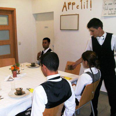 Cursuri calificare gratuite sau cu plata Ospatar (chelner) vanzator in unitati de alimentatie (24)