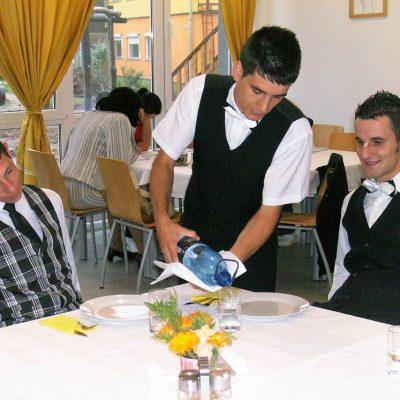 Cursuri calificare gratuite sau cu plata Ospatar (chelner) vanzator in unitati de alimentatie (25)